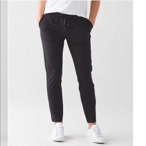Lululemon Black Jet Crop *Slim Trouser 10